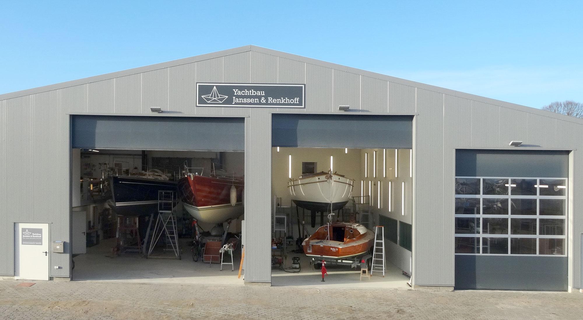 Die Werfthalle auf dem Gelände von Ancker Yachting